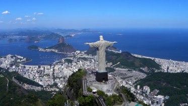 Christ-the-Redeemer-overlooking-Rio-De-Janeiro