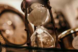 shallow focus photography of hourglass